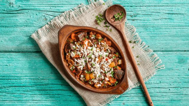 Μοσχαράκι με λαχανικά και φέτα στο φούρνο